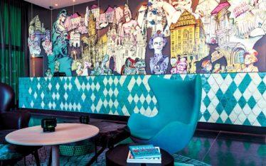 Rezeption Motel One München-Messe Artwork Anja Nolte aus München Skizzenbuch ( UrbanSketching München ) Christophorus Verlag