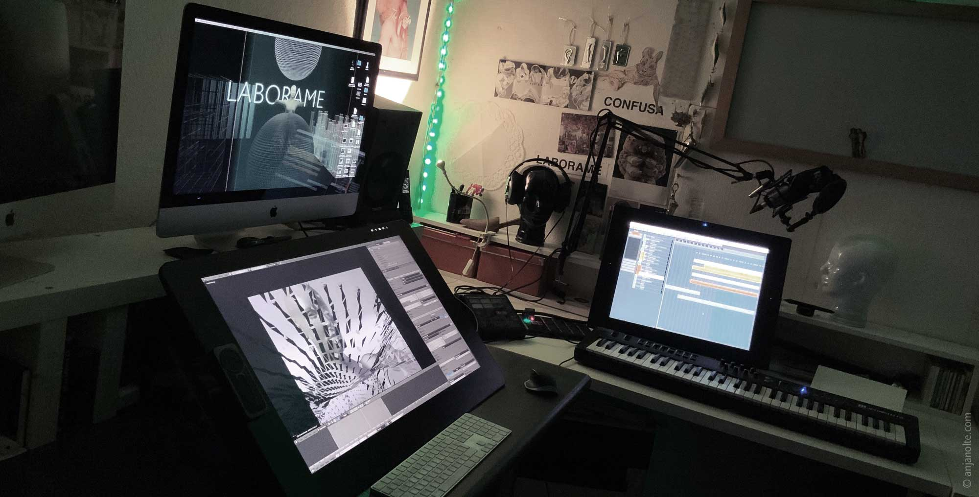 Mac, my new Cintiq Pro 32, on the right my old cintic, now perfect for music production.